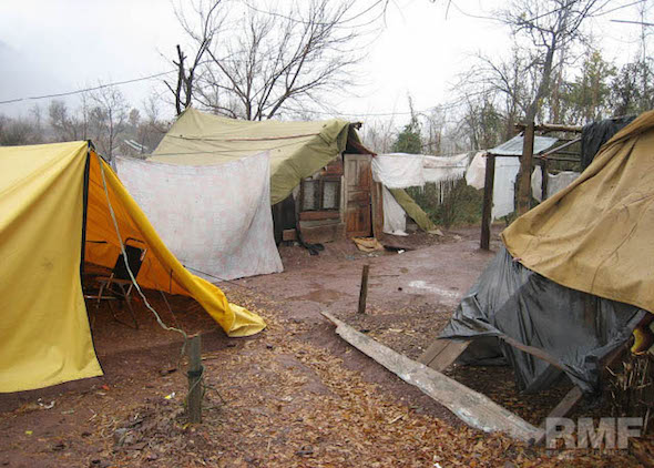 makeshift shelters in pakistan