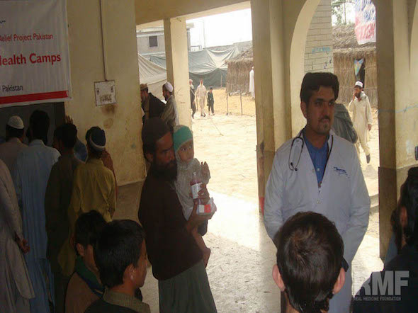 people discussing with doctor